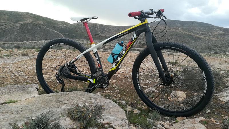 Bicicleta de montaña con horquilla rígida de 29