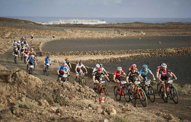 Pelotón en la 4 Stage Lanzarote