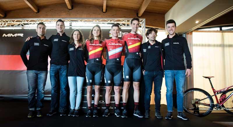 MMR Factory Racing Team posaron el día de su presentación.